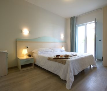 Doppel- / Zweibettzimmer mit Balkon